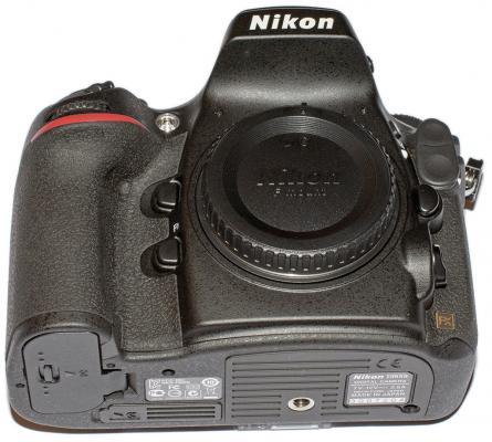 Nikon D800E Bottom