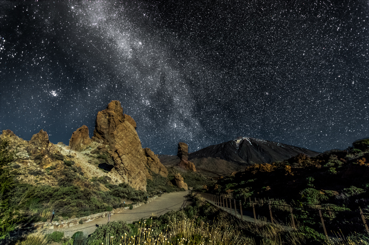 Dark (I)– Milky Way above the Vulcano Teide on Tenerife island