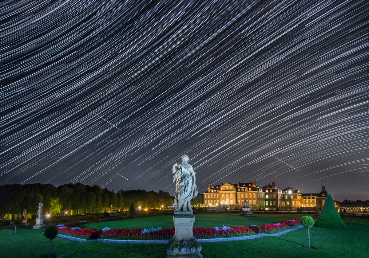 Slow + fast – star trails and three bodies in a Perseid night at Nordkirchen Castle, Germany