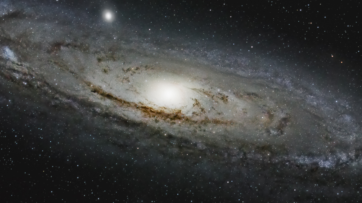 Far away (I) - the Great Andromeda Galaxy (M33 , 2.600 light years away) imaged with the K3 II and a 480 mm refractor lens