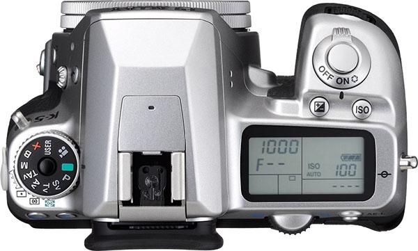 PENTAX K-5 Silver Edition Limitée + DA 40mm f/2.8 XS Silver K-5_Silver_DA40mmXS-Top_press_x600