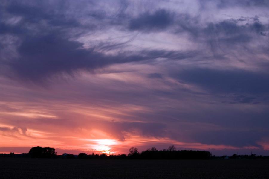 Name:  Sunset20100506_0113.jpg Views: 440 Size:  33.8 KB