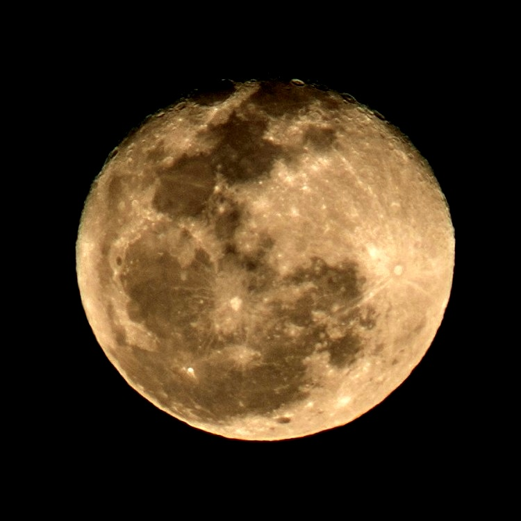 One day past full moon, 9 August 2017