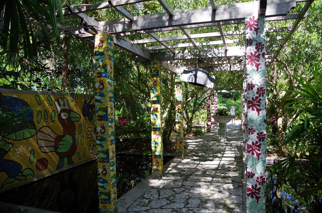 naples garden archway