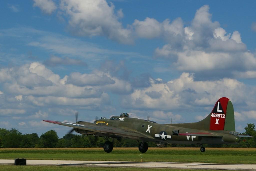 Texas Raiders B-17G Take Off