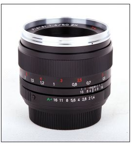 Carl Zeiss Planar 50/1.4 T*