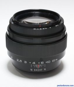 LZOS Jupiter-9 MC 85mm f/2 M42